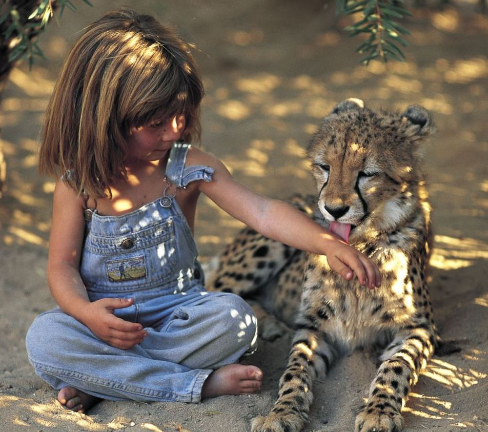 girl-with-little-leopard