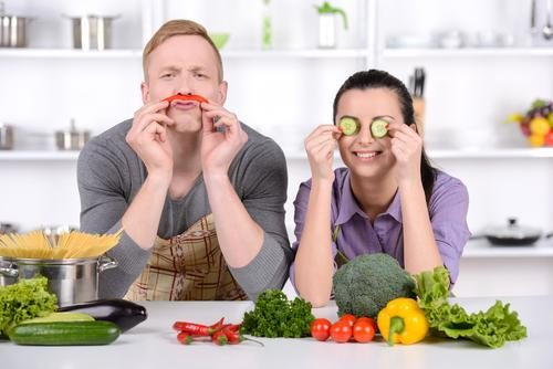 fresh-food-kitchen-couple